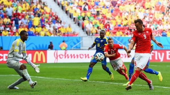 Seferovic terminó un excelente contragolpe con gol y victoria